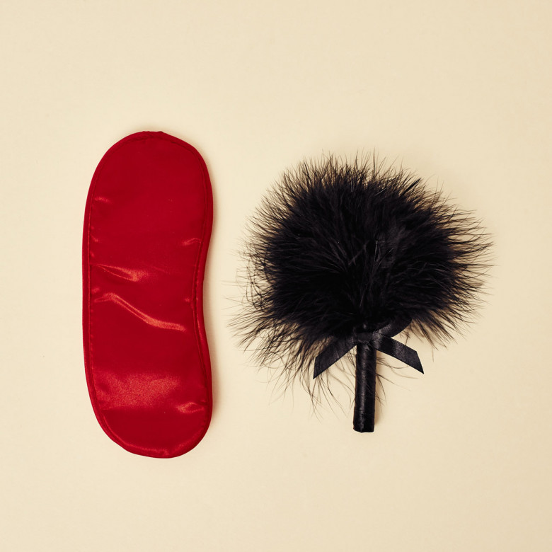 LATIGOS BDSM KIT 2 PIEZAS GP VELVET SOFT EYE MASK AND TICKLER ROJO